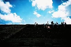 Teotihuacan (cranjam) Tags: lomography lomo lca film expired slide xpro kodak elitechrome100 mexico messico teotihuacan unesco worldheritagesite teotihuacán pyramid piramide mesoamerican geometria geometry steps scalini gradini ruins rovine