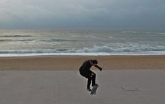 Jump (Gurutx) Tags: salto jump biarritz plage playa beach laplayagrande arena francia wonderfulfrance france paseo mar mer océanoatlántico océano marcantábrico agua ura paisvasco skateboard