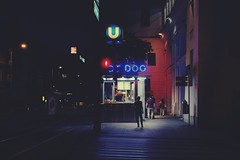 U Dog (No_Mosquito) Tags: vienna city urban night dark lights people fast food hot dog street canon powershot g7xmarkii cityscape underground station u6