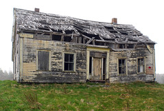 DSC00207 - Fixer Upper...... (archer10 (Dennis) 153M Views) Tags: fishing sony a6300 ilce6300 18200mm 1650mm mirrorless free freepicture archer10 dennis jarvis dennisgjarvis dennisjarvis iamcanadian novascotia canada longisland decay old house abandoned