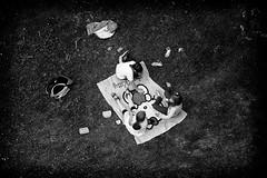 OKSF 155 (Oliver Klas) Tags: okfotografien oliver klas street streetfotografie streetphotography strassenfotografie streetart streetphotographer streetphoto stadtleben streetlife streetculture urban schwarzweis schwarzweissfotografie blackandwhite monochrom farbe abstrakt dunkel hell grau schwarz weiss personen people menschen persons volk familie angehörige bewohner bevölkerung leute europäer mann frau kinder children kids deutschland germany stadt city europa deutsch staat picknick trinken essen spass ausruhen wiese natur geniesen garten gras rasen setzen de