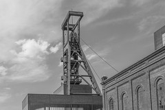Zeche Zollverein (wpt1967) Tags: bergbau canon50mmcompactmacro eos6d essen förderturm industriekultur ruhrgebiet ruhrpott weltkulturerbe zechezollverein bw coalmining headgear mining sw wpt1967