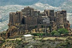 YEMEN 2007-0656 (01-02)-Trekking sui monti Haraz (tomorme) Tags: villaggio fortezza yemen