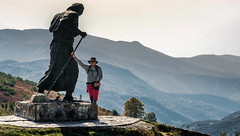 Estatua / Statue (López Pablo) Tags: statue people mountain wayofsaintjames galicia spain nikon d7200