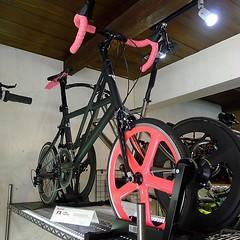Custom @tyrellbike FX #minivelo at @loro_world_recumbents Kyoto. #tyrellfx #aerospoke #loroworldrecumbents #bikeporn (kinkicycle.com) Tags: ifttt instagram