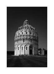 Baptisterio (Pisa)... (protsalke) Tags: pisa monochrome blackandwhite architecture lights shadows contrast blancoynegro arquitectura nikon italy luces sombras bw
