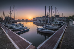 Sunrise in Honfleur (Sizun Eye) Tags: sunrise sun old harbor vieux port honfleur normandie france sizuneye marina yachts nikond750 nikon1424mmf28 nikkor1424mmf28 1424mm nikkor leefilters nisifilters