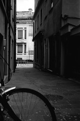 (Davide Zappettini) Tags: salsomaggiore bw bianconero analog filmphotography davidezappettiniphotography street ilford bycicle