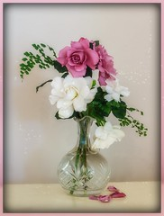Pretty things in a vase... (Anni - with camera -) Tags: crystal gardenia rose fern
