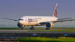 """QATAR AIRWAYS """"ONEWORLD"""" B777-3DZ(ER) (lavierphilippephotographie) Tags: plane airplane aircraft airline airliner longhaul longcourrier boeing b777 b7773dzer oneworld qatar doha qatarairways cdg roissy"""