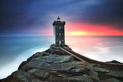 K E R M O R V A N (FredConcha) Tags: kermorvan lighthouse finistere bretagne britany landscape mature sea fredconcha sunset rocks ocean nikon d800 1635 leefilters longexposure