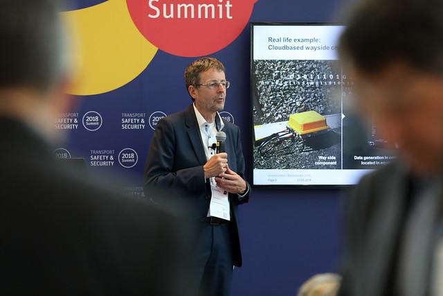 Christian Paulsen presenting