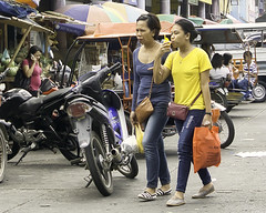 Hard task (Beegee49) Tags: street mother daughter shopping drinking filipina bacolod city philippines