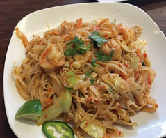 Cafe and Toast, Chattanooga, Shrimp Pad Thai (Larry Miller) Tags: chattanooga 2018