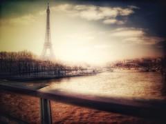 Enveloppée (LUMEN SCRIPT) Tags: cityscape city light vintage icon monument paris water river architecture tower backlight wet