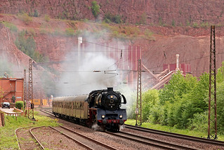 03 1010 mit einem Dampfspektakel-Zug aus Saarbrückenvor dem Steinbruch in Taben-Rodt an der Saar, 28.04.2018