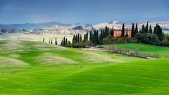Beautiful light (SLpixeLS) Tags: italy italie tuscany toscane toscana landscape paysage tree arbre cypress cyprès rainbow arcenciel farm ferme platinumheartaward