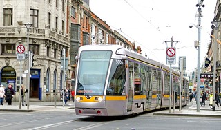 LUAS Dublin: Red Line 3006 westbound crossing O'Connell Street from Abbey Street Lower, rumbling through the Green Line crossing