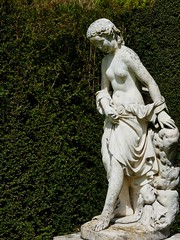 Knightshayes Gardens (jacquemart) Tags: knightshayesgardens knightshayes gardens somerset nude statue breasts yew white nationaltrust