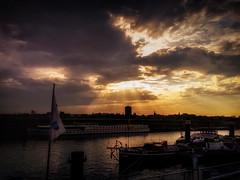 Abendstimmung in Ruhrort (AngyDS) Tags: sunset clouds eveningmood sunstroke rhine ruhrort museumschiff oscarhuber abendstimmung sonnenuntergang sonnenstrahlen wolken licht abend