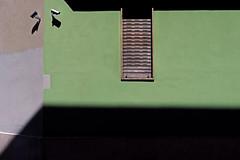 sorvegliato speciale (Rino Alessandrini) Tags: urbano geometrico astratto ombre colori facciata finestra chiuso sorvegliato telecamere controllato arrugginito patchwork angolo urban geometric abstract shadows colors facade window closed guarded cameras controlled rusty corner