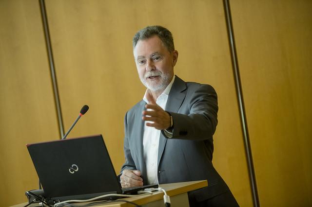 Rainer Kent Vogt presenting