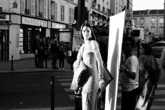 Shooting photo ◾️ Paris 20e - Octobre 2017 (nassimjaouen) Tags: paris20 canonal1 ilford ilfordhp5 hp5 believeinfilm filmisnotdead thefilmcommunity filmphotographer filmphotography filmisalive filmshooters filmcommunity streetphotographyparis parisstreetphotography streetphotography streetlife streetphotographer everybodystreet streetperfection fromstreetswithlove lifeisstreet bestofstreet streetphotoclub streetshot zonestreet bcncollective bnwlife bnwcaptures bnwsociety