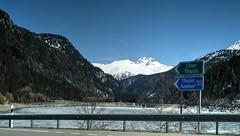 Sufnersee (Raúl Alejandro Rodríguez) Tags: montañas mountains hielo ice lago lake semicongelado halffrozen bosque forest wood dique dam señales signs sufers suiza switzerland