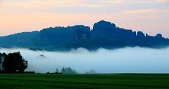 Schrammsteine vor Sonnenaufgang (michaelschneider17) Tags: heimat natur berge reisen deutschland sachsen