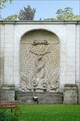 Fontaine-abreuvoir de l'ancien château des Princes de Conti à Issy-les-Moulineaux (dalbera) Tags: dalbera issylesmoulineaux france châteaudesprincesdeconti abreuvoir fontaine