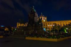 Wien 2017 - Kulturhistorisches Museum (karlheinz klingbeil) Tags: nacht night architektur statue austria sculpture city skulptur vienna österreich stadt wien at