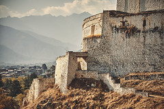Bhutan: Rinpung Dzong I. (icarium.imagery) Tags: bhutan travel canoneos5dmarkiv architecture captureone dzong hills layers parodzong paro sigma100400mmf563dgoshsm fortress buddhist rinpung