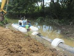 Colocación de la bomba sumergible en Badeal (gadchone20092014) Tags: colocación bomba sumergible badeal
