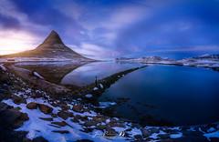 DIU_65 (jpmfotografianocturna) Tags: largaexposicion islandia estaesislandia kirkjufell montaña montain lago nieve snow hielo ice atardecer sunset sun nubes paraiso cielo sky modelo paisaje lovesislandia nikonistas horaazul nikon filtros nd densidadneutra vanguard tokina