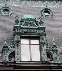 Rouen - Maison Marrou - Fenêtre mansardée (Philippe Aubry) Tags: normandie seinemaritime valléedelaseine rouen maisonmarrou fenêtre mansarde ferronnerie
