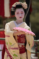 Charm (byzanceblue) Tags: 京都 gion maiko japan kyoto japanese dance woman girl female cute lovely beautiful beauty 舞妓 舞踊 geisha kimono traditional geiko kanzashi formal 祇園 black 花街 white color colour flower nikkor background people photo d850 portrait professional lady lovery 芸妓 着物 bokeh 節分 red traditonal 平安神宮 奉納舞 姫三社 祇園小唄 tomoko nishimura 西村 祇園甲部