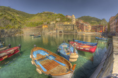 #212 (mariopolicorsi) Tags: mariopolicorsi canon eos 700d fisheye samyang 8mm occhiodipesce aprile april 2018 travel viaggio cinqueterre vernazza liguria italia italy water acqua mare sea seascapes barche boats waterscapes hdr hdrawards simplysuperb foto fotografia photo photography photoshop photomatix europa europe boat building sky