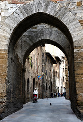 San Gimignano 聖吉米尼亞諾 (MelindaChan ^..^) Tags: sangimignano 聖吉米尼亞諾 hill town siena tuscany toscana 意大利 托斯卡尼 florence italy 佛羅倫斯 old history heritage castle village architecture building wall stone chanmelmel mel melinda melindachan