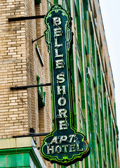 The Belle Shore (I. M. Pist) Tags: illinois neon sign hotel green old