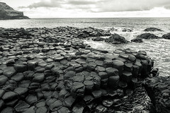 Giant's Causeway (KrolopFoto.de) Tags: giantscauseway northernireland krolopfoto krolop d7200 sea meer wasser ufer coast basalt water unescoworldheritagesite welterbe blackandwhite schwarzweis biancoynegro noiretblanc nordirland sw bw nikon