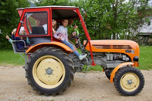 Manchemal dürfen die Kinder selbst fahren :-)