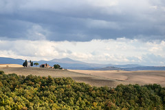 Cappella Vitaleta nella cornice della Val d'Orcia (Mancini photography) Tags: italy tuscany landscape sky clouds contrast canon overview fields countryside