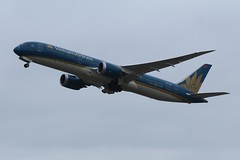 VN-A863 (IndiaEcho Photography) Tags: vna863 vietnam airlines boeing 7879 london heathrow airport airfield lhr egll hounslow middlesex england civil jet aircraft aeroplane aviation airliner canon eos 1000d
