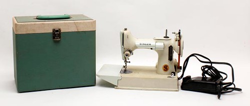 Singer Featherweight Sewing Machine ($364.00)