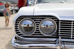 Selbstfindung? (mux68-uh) Tags: motorworld selbstfindung scheinwerfer mädchen kühlergrill auto automobil oldtimer spiegelung fotograf doppelt girl sigma1835mmf18dchsmart