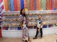 Péché de gourmandise (GeckoZen) Tags: bali kuta beachwalk mall confiserie bonbons candy indonesia