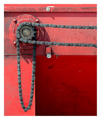 Two-dimensional transfer of power (leo.roos) Tags: chain ketting red rood konwilhelminahavennoordzijde harbour haven vlaardingen meyerorestor13528 1969 m42 zebra a7rii day135 dayprime dayprime2018 dyxum challenge prime primes lens lenzen brandpuntsafstand focallength fl darosa leoroos