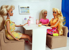 Sun Jewel Barbie, Tropical Splash, Hawaian Fun Barbie dolls (alenamorimo) Tags: barbie barbiedoll dolls cafe barbiecollector