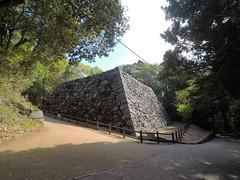 Honmaru keep vS _orig_LG (Hazbones) Tags: iwakuni yamaguchi yokoyama castle kikkawa suo chugoku mori honmaru ninomaru demaru wall armor samurai spear teppo gun matchlock map ropeway