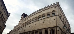 Gryphons' Palace (Luca Crippa) Tags: italy italia perugia castello castle palace gryphon grifone